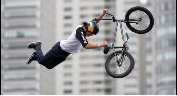Трюки на велосипедах ВМХ